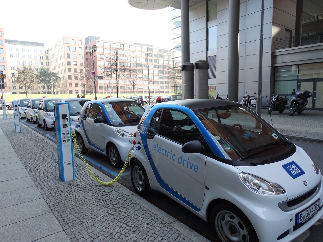 how much do people like their electric cars